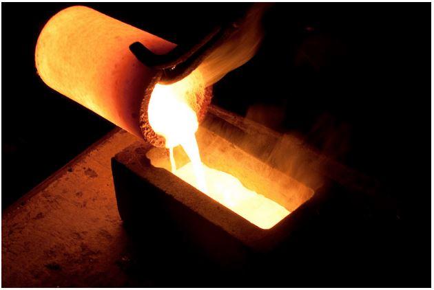 Nồi nấu kim loại cần đảm bảo có khả năng chịu nhiệt cao trên 2000℃